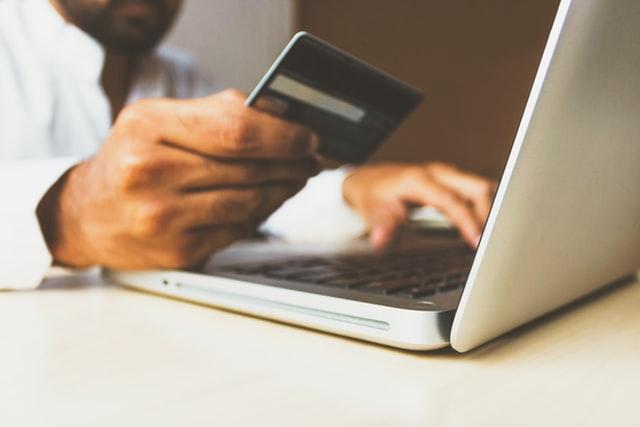 Kelebihan Belanja Online Menggunakan Kartu Kredit